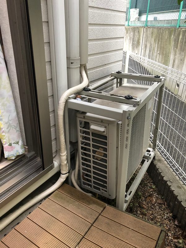 東大阪石切 エアコン 室外機移動 配管延長 防犯のサムネイル