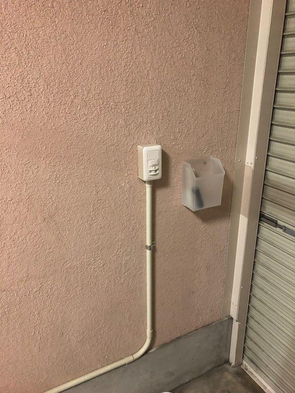 東大阪 石切 ガレージ 照明 センサー スイッチ 配線のサムネイル